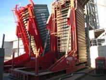 В декабре 2015 года компания  «Сильные Машины» произвела запуск и сдачу в эксплуатацию опрокидывателя для контейнеров в Новороссийске